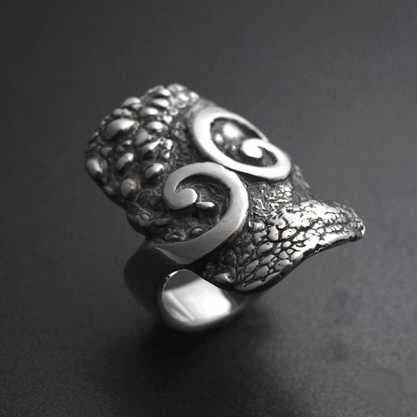 Contemporary silver ring volutes and toad skin