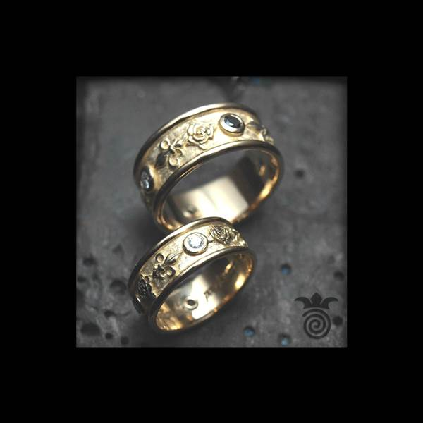 Duo wedding rings roses and fleur de Lys yellow gold and diamonds