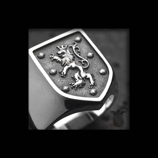 Signet family coat of arms lion bas-relief silver