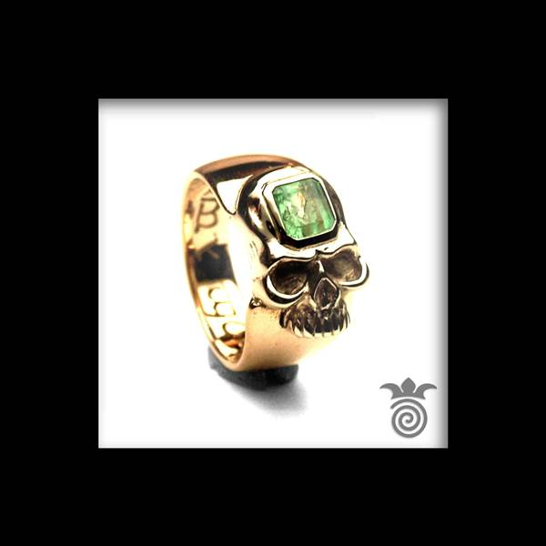 Wedding skull and emerald white gold and yellow gold